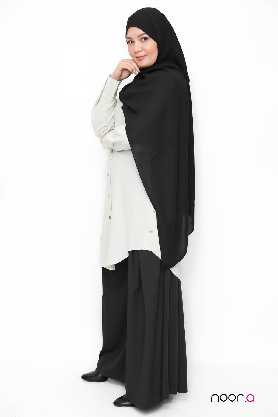chemise-oversize-vert-amande-pantalon-large-noir-hijab-jazz-noir