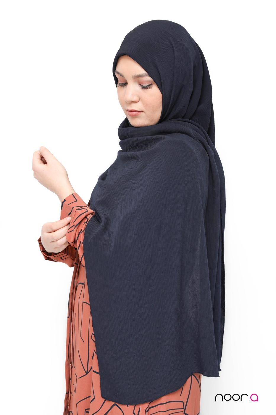 hijab-crinkle-bleu-marine (2)