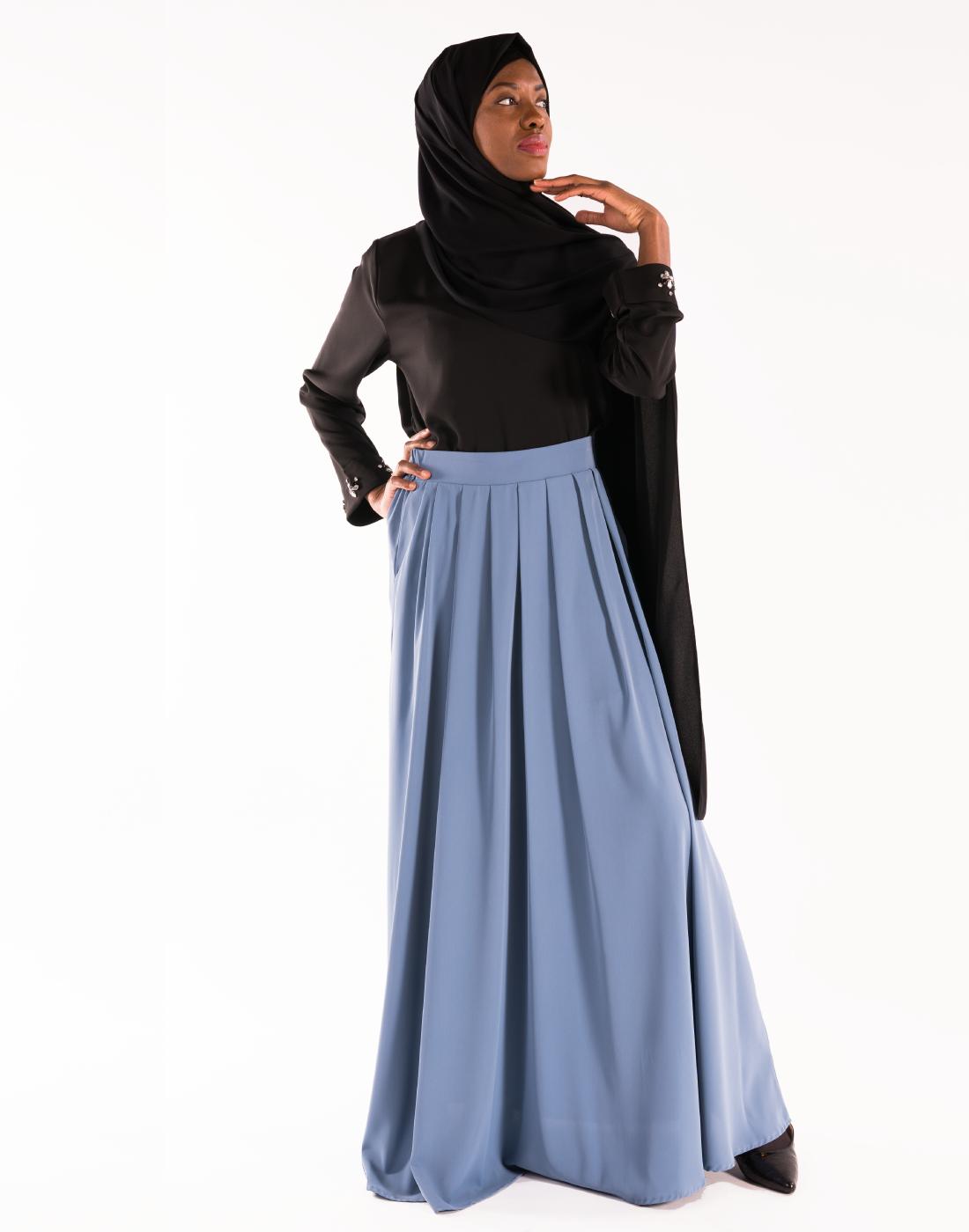 jupe_nidah_bleue_tunique_bijoux_noire_hijab_soie_de_M