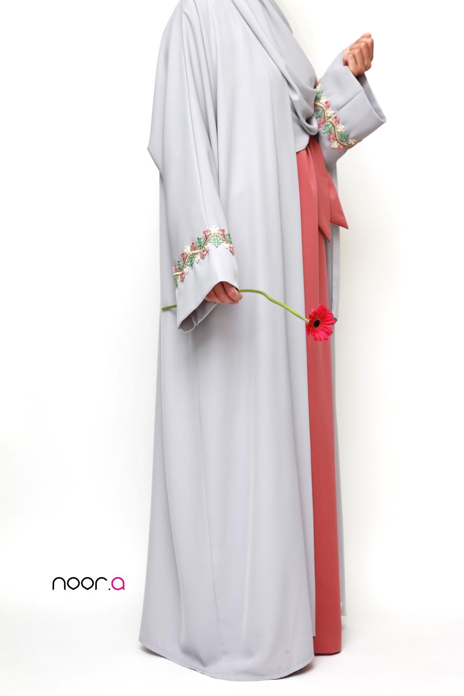 kimono-manches-papillon-hijab-soie-de-medine-gris-clair (5)