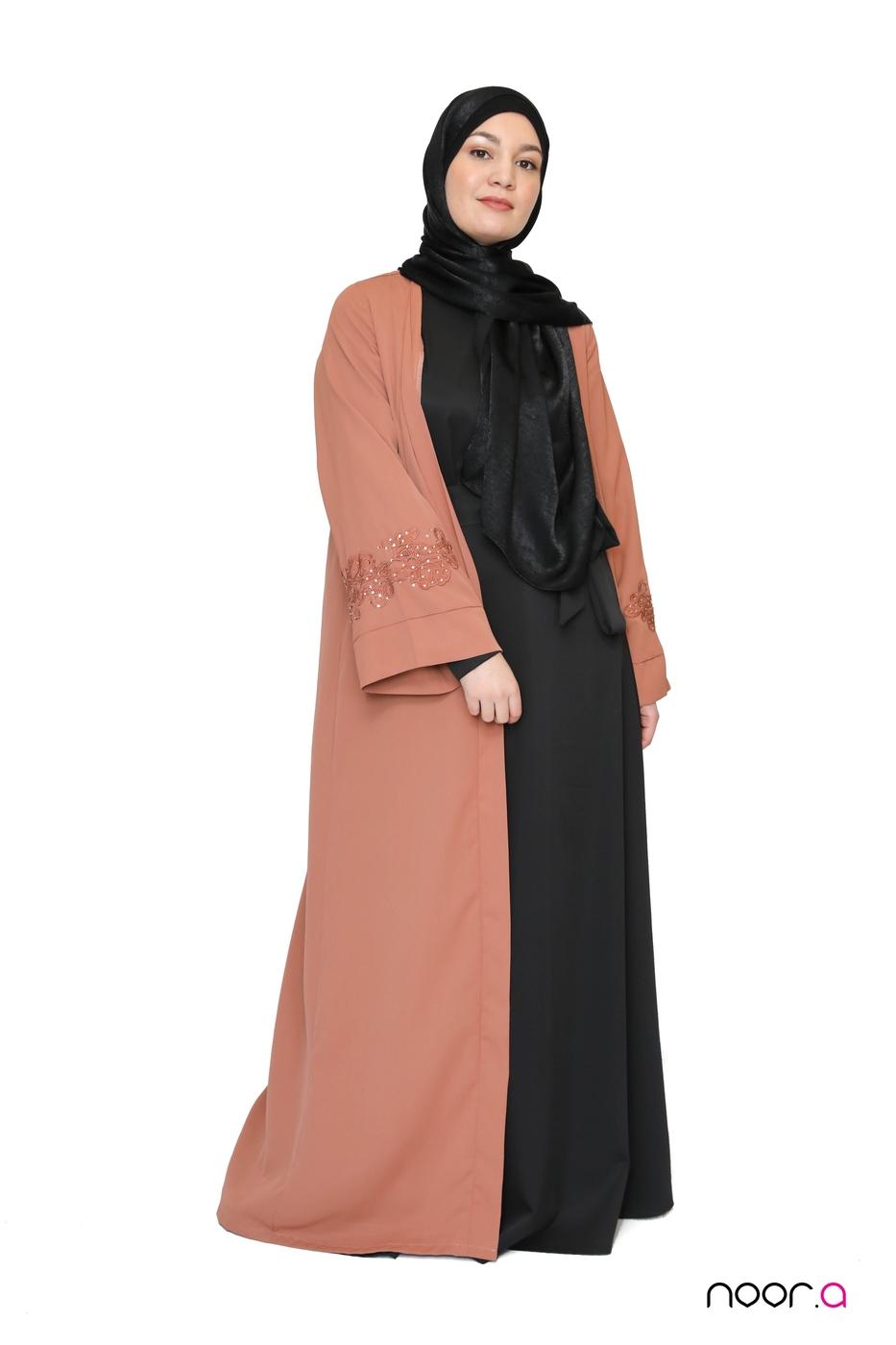 kimono-strass-abricot-abaya-anika-noire-hijab-bambou-noir (8)