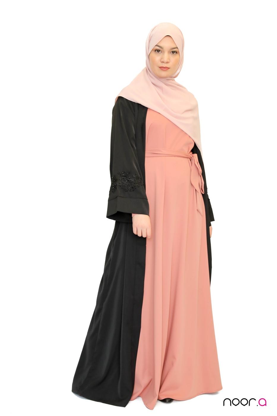 kimono-strass-noir-abaya-anika-rose-hijab-soie-de-medine-rose (6)