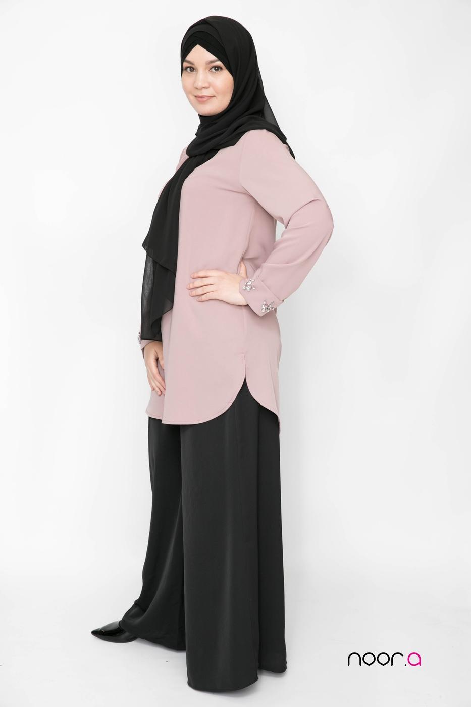 pantalon-large-pour-hijab-noir-fluide-tunique-bijoux-mauve-hijab-mousseline-de-luxe-noir (4)