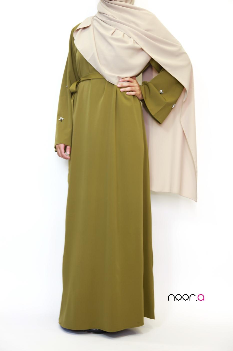 robe-abaya-ambre-creations-noora-vert-olive-hijab-soie-de-medine-beige (5)