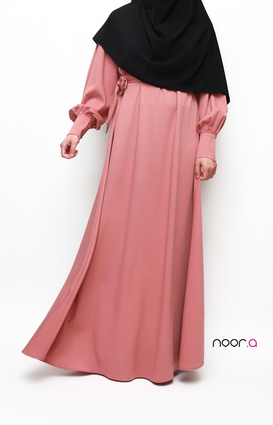 robe-abaya-anika-manches-bouffantes-creations-noora-rose–hijab-soie-de-medine-noir (5)