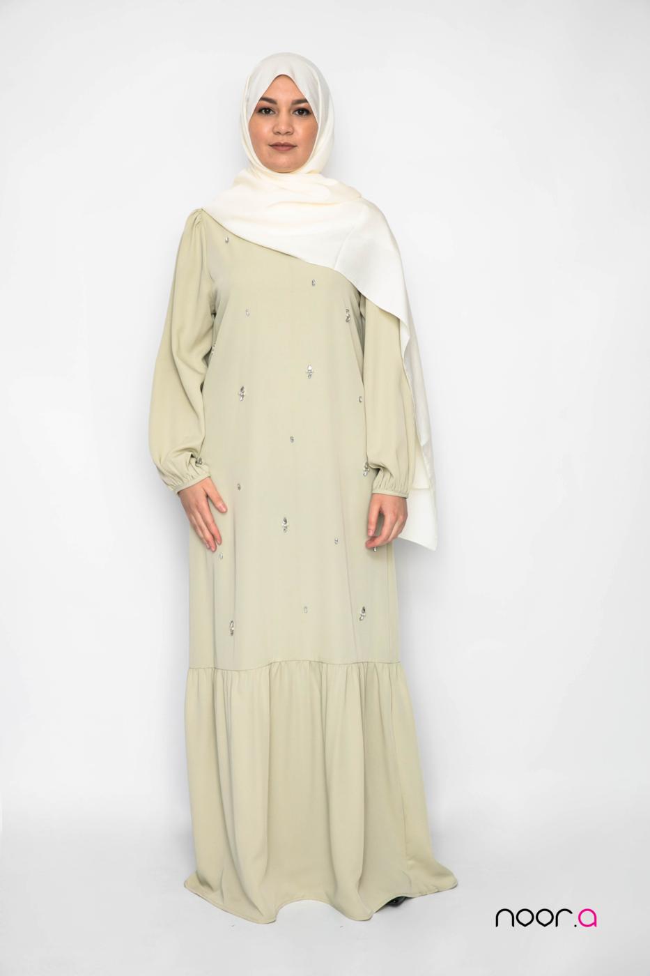 robe-longue-amande-aid2021-hijab-soie-de-medine