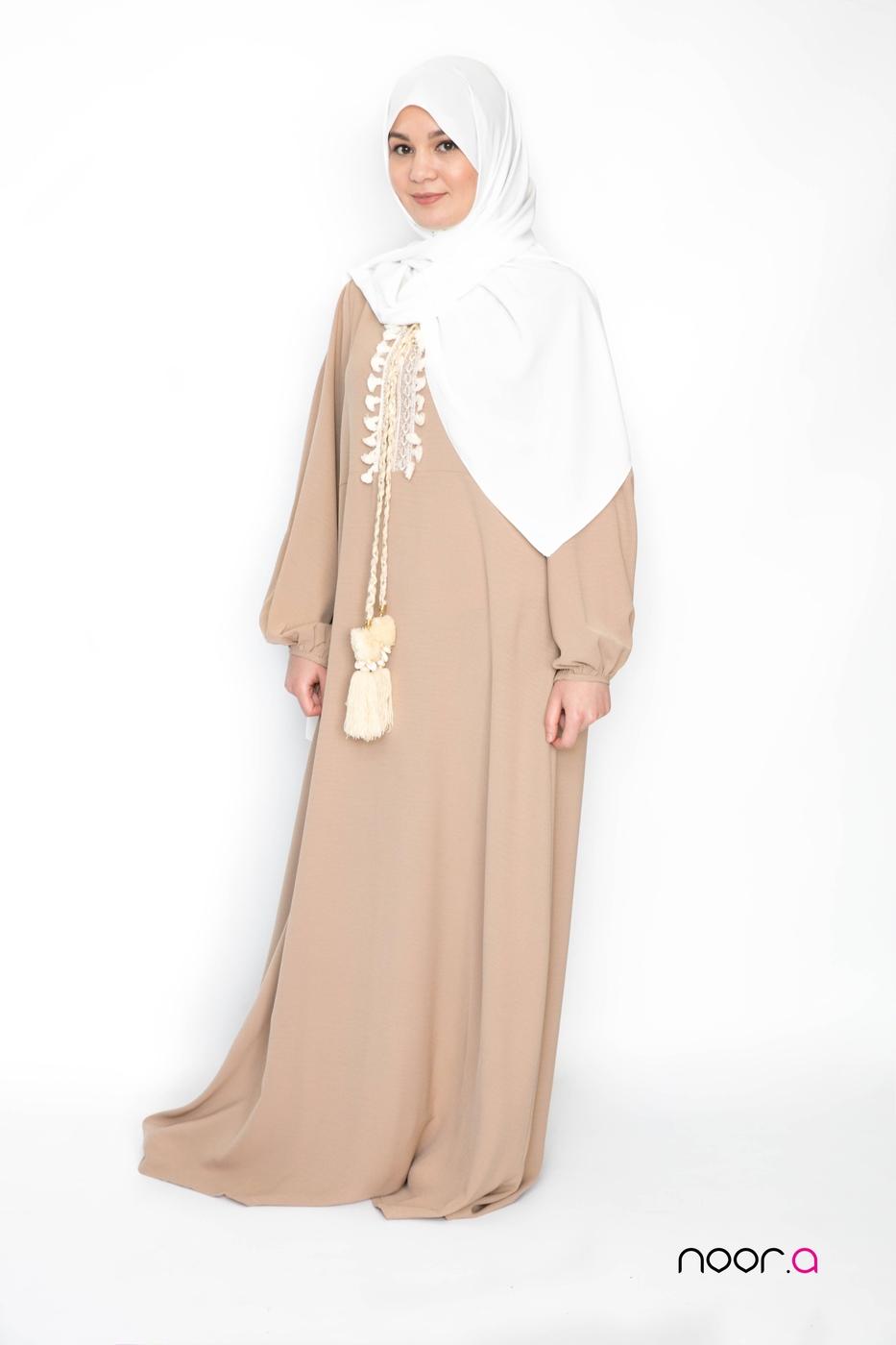 robe-longue-hijab-champetre-beige-hijab-soie-de-medine-blanc (8)