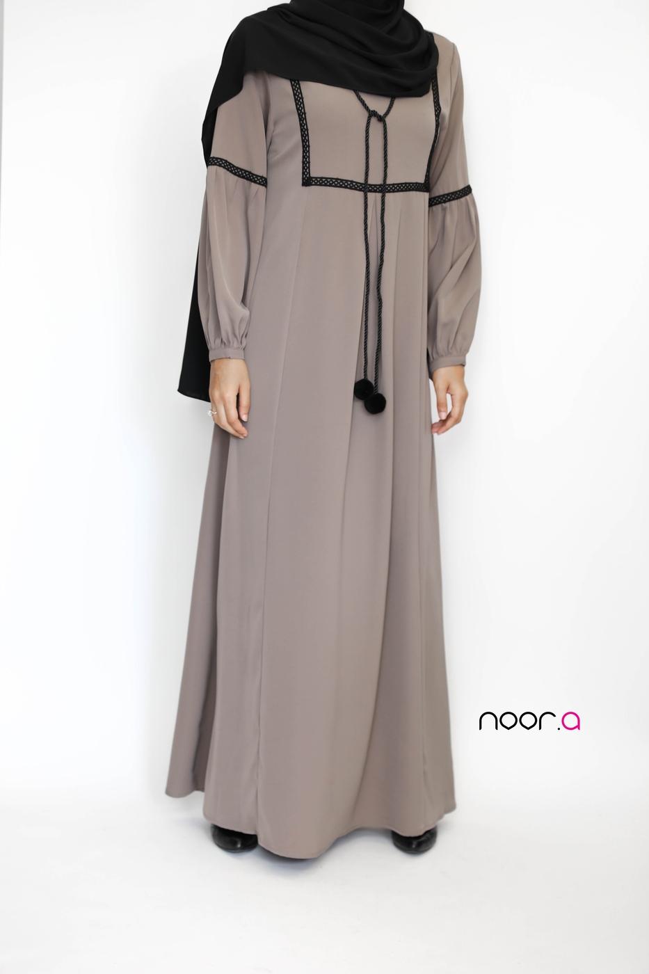 robe-longue-safa-taupe-hijab-soie-de-medine-noir