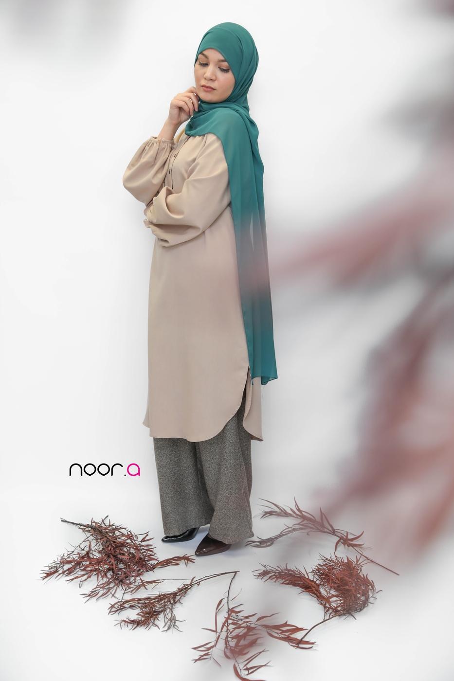 tunique-longue-beige-pantalon-large-marron-hijab-crêpe-vert (2)