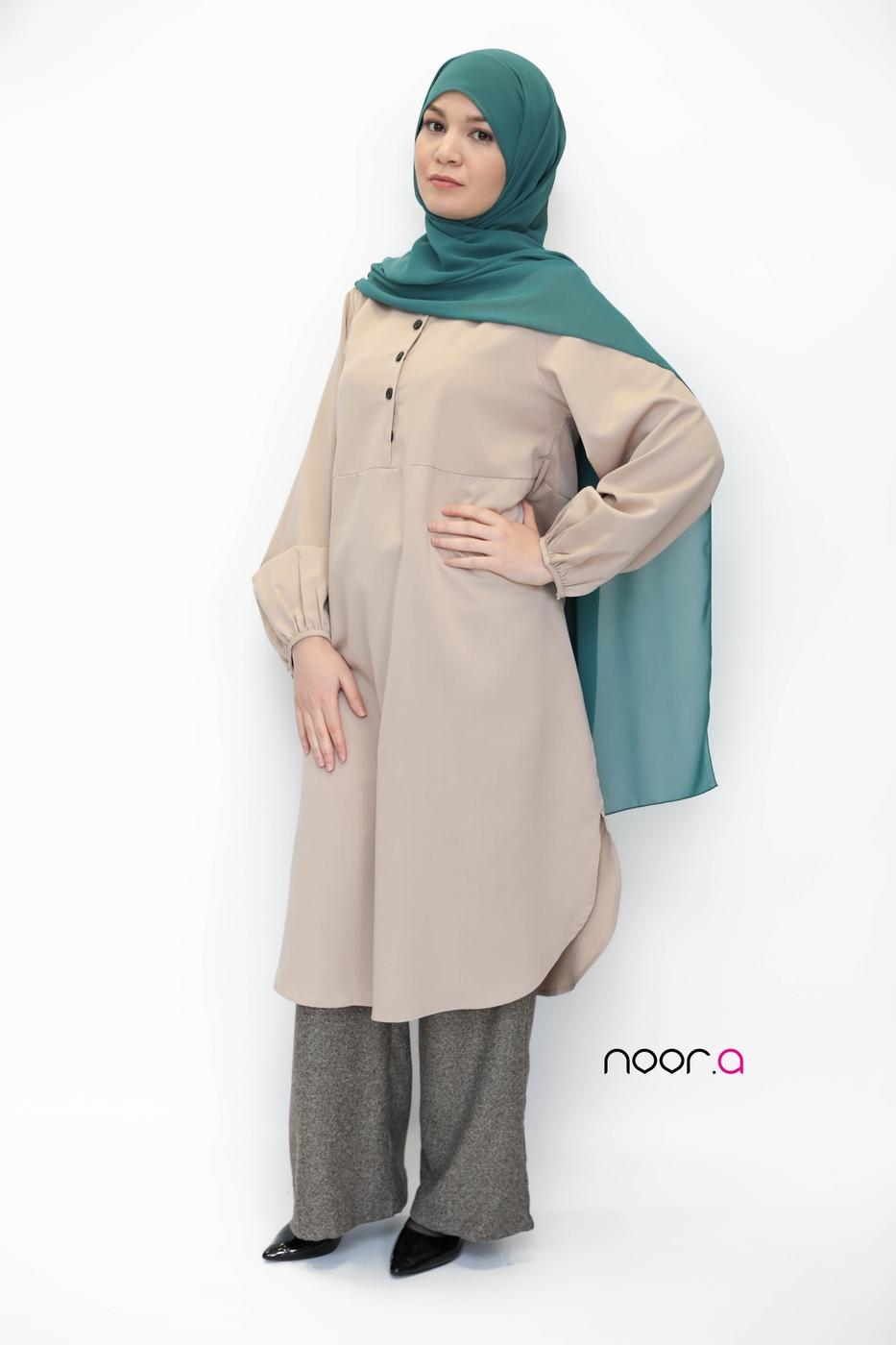 tunique-longue-beige-pantalon-large-marron-hijab-crêpe-vert