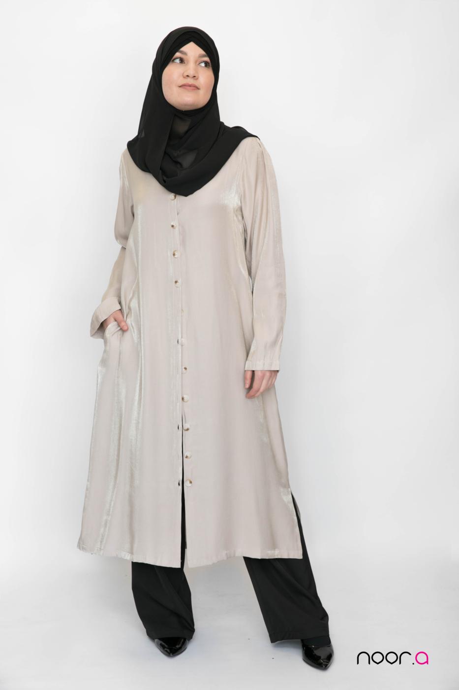 tunique-longue-pour-hijab-beige-satinée-pantalon-large-noir-hijab-mousseline-luxe-noir (2)